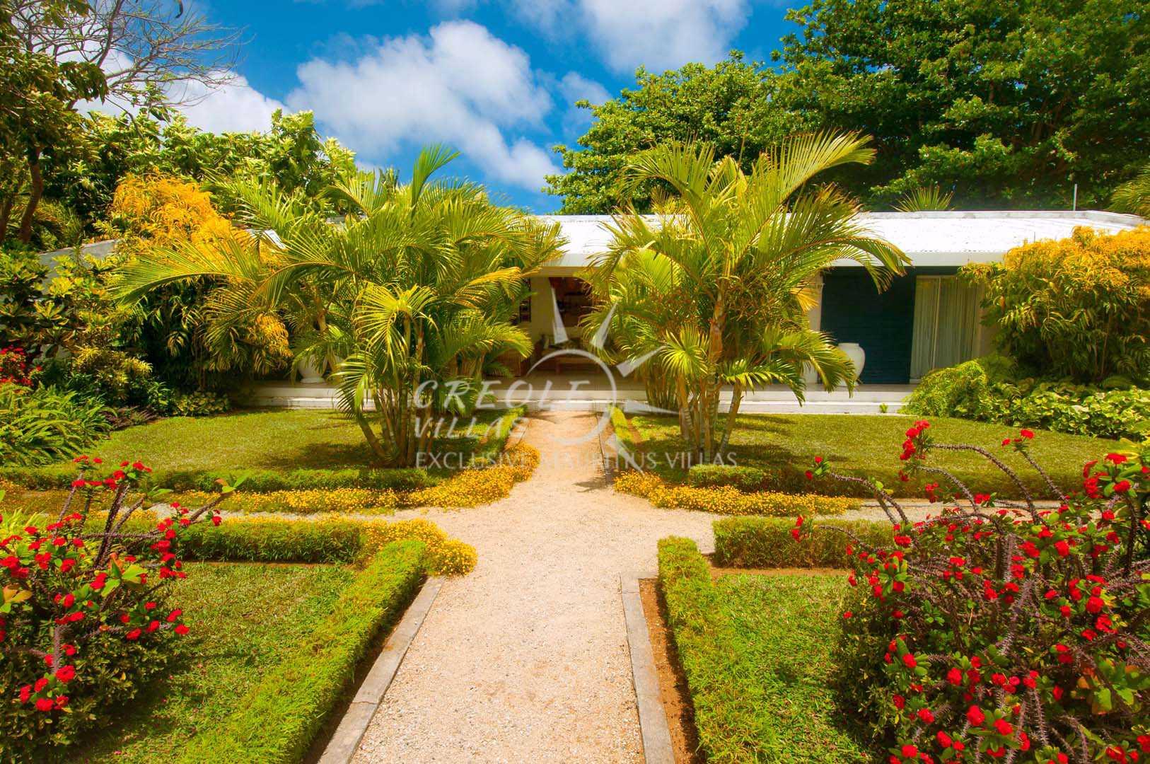 Location villa de vacances louer grand baie c te for Campement a louer a grand baie avec piscine